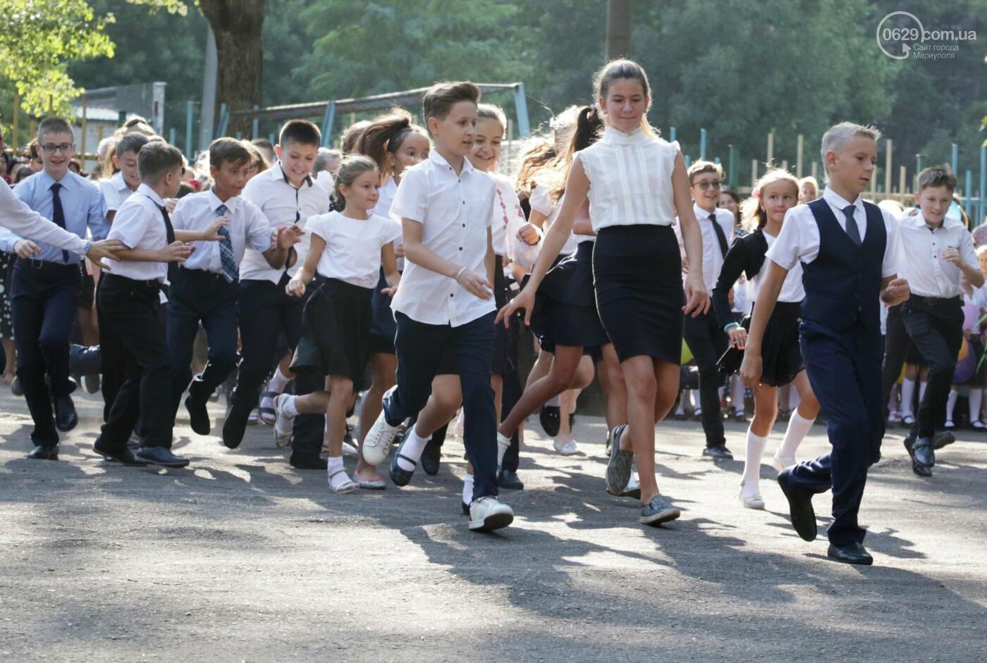 Первый звонок в Новой украинской школе: четыре тысячи первоклашек сели за парты в Мариуполе, - ФОТОРЕПОРТАЖ, фото-5
