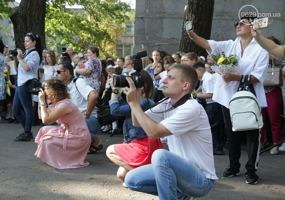 Первое сентября в Мариуполе: 23 лучших фотографии сегодняшнего дня, фото-14