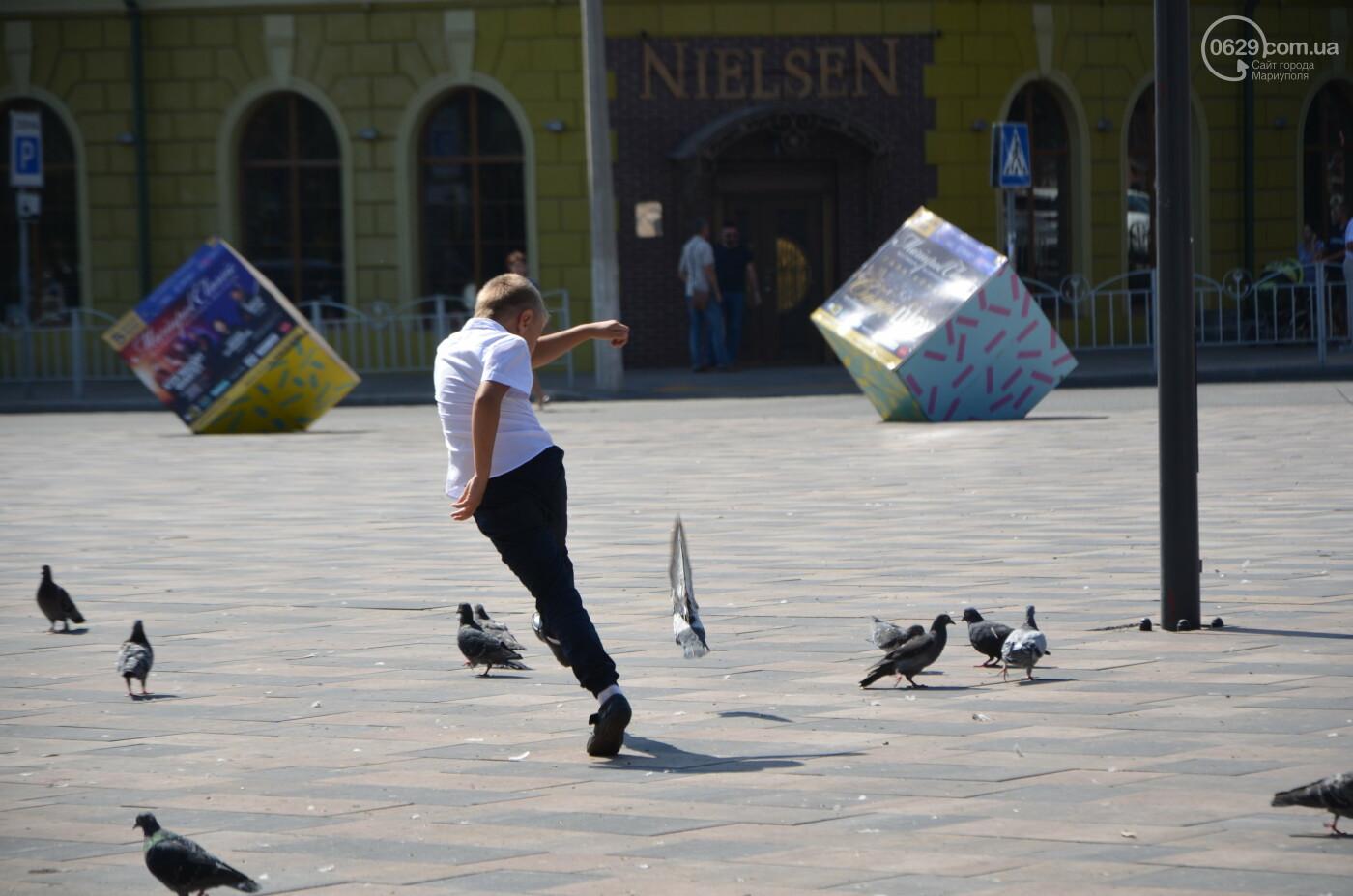 Первое сентября в Мариуполе: 23 лучших фотографии сегодняшнего дня, фото-20