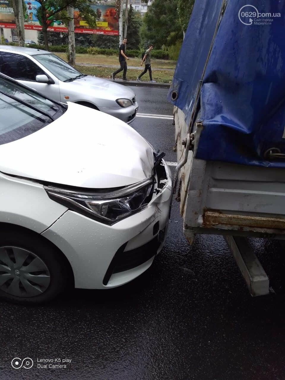 """В Мариуполе на скользской дороге иномарка столкнулась в """"Газелью"""", - ФОТО, фото-1"""