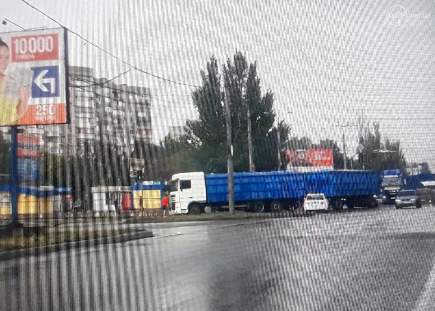 В Мариуполе легковой автомобиль попал под длинномер, - ФОТО, фото-4