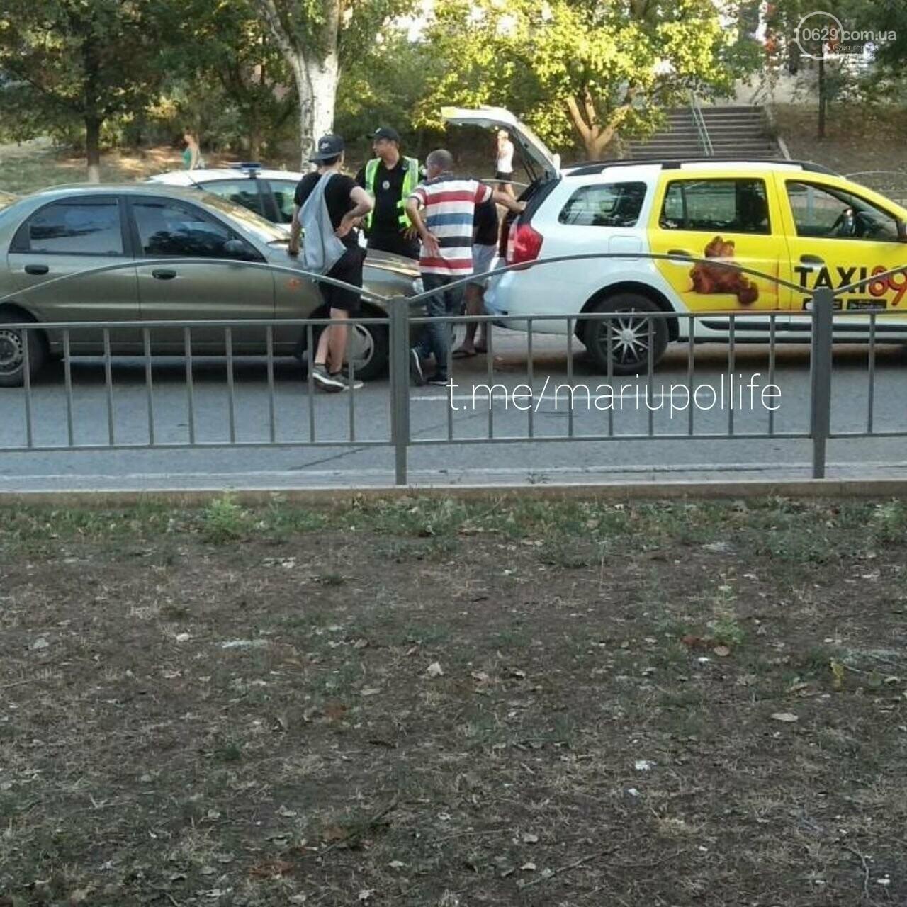 В Мариуполе такси попало в ДТП, - ФОТО, фото-2