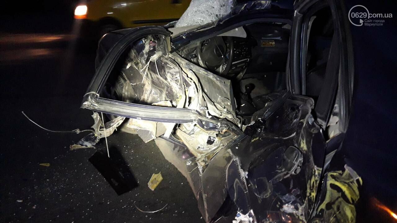 На выезде из Мариуполя Daewoo столкнулся с длинномером, - ФОТО, фото-1