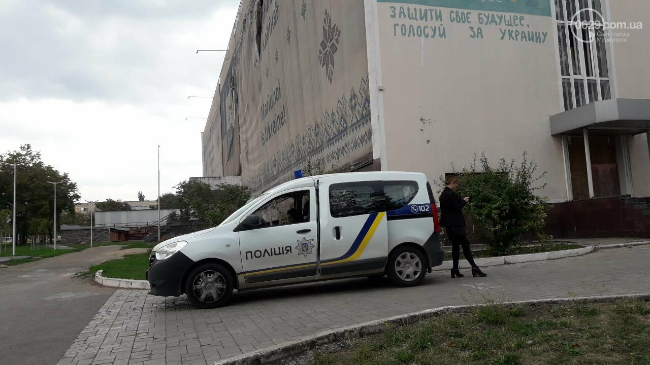 В Мариуполе заминирован горсовет! Правоохранители проверяют информацию, движение перекрыто, - ДОПОЛНЯЕТСЯ, фото-2
