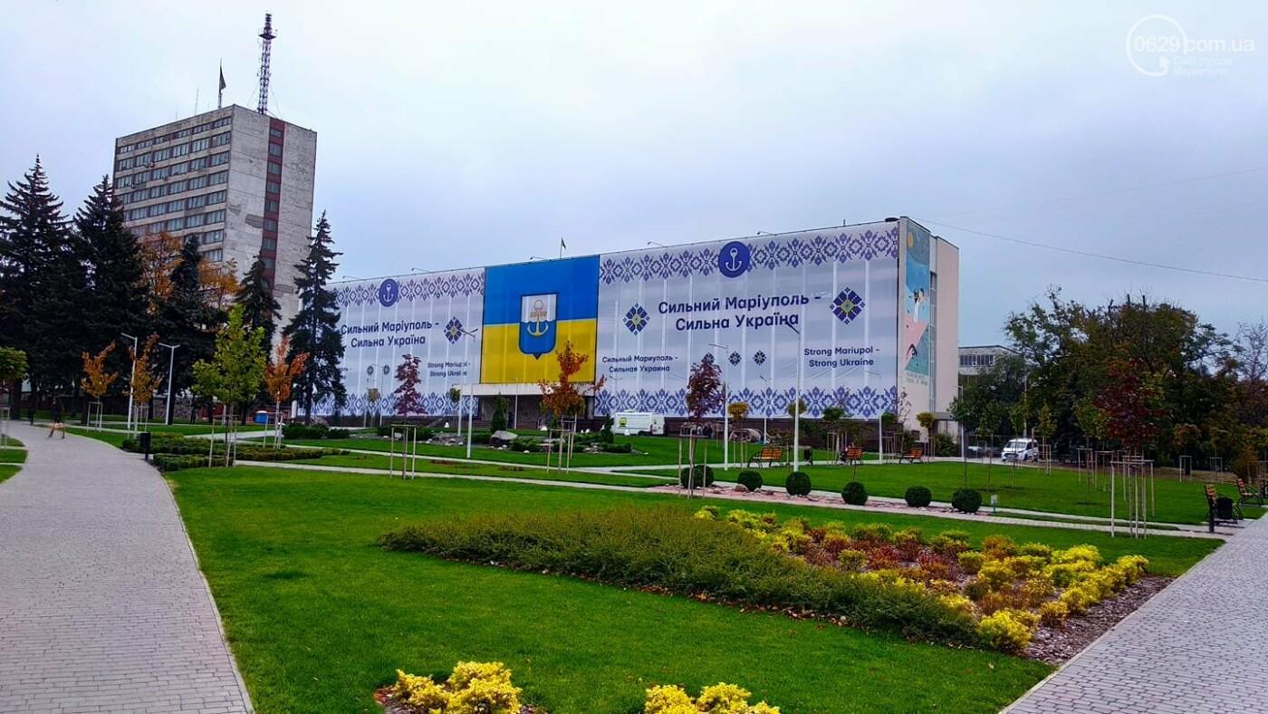 В Мариуполе обновили главный баннер на сгоревшем городском совете, - ФОТОФАКТ, фото-1