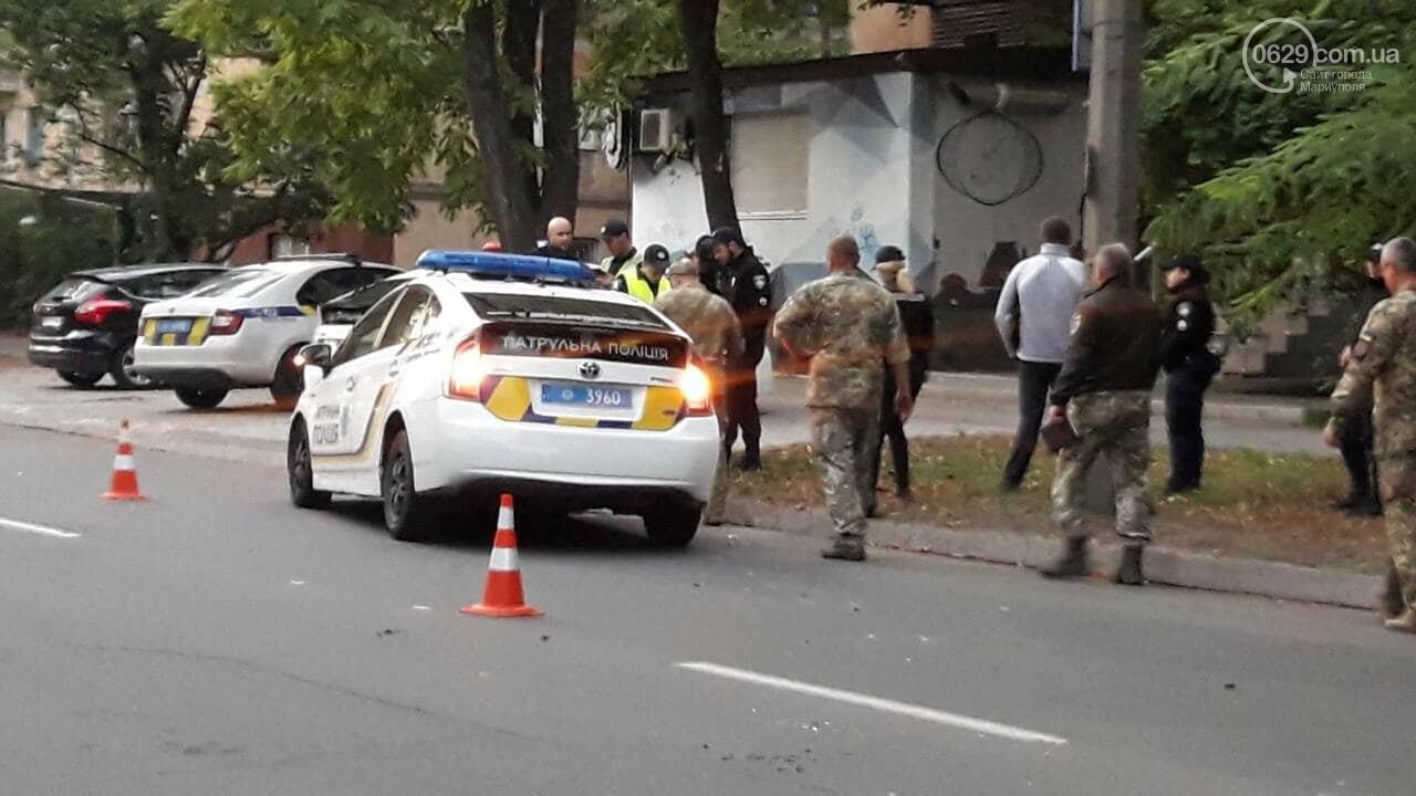 """В Мариуполе автомобиль с военными столкнулся с патрульной """"Тойотой"""", - ФОТО, ВИДЕО, фото-4"""