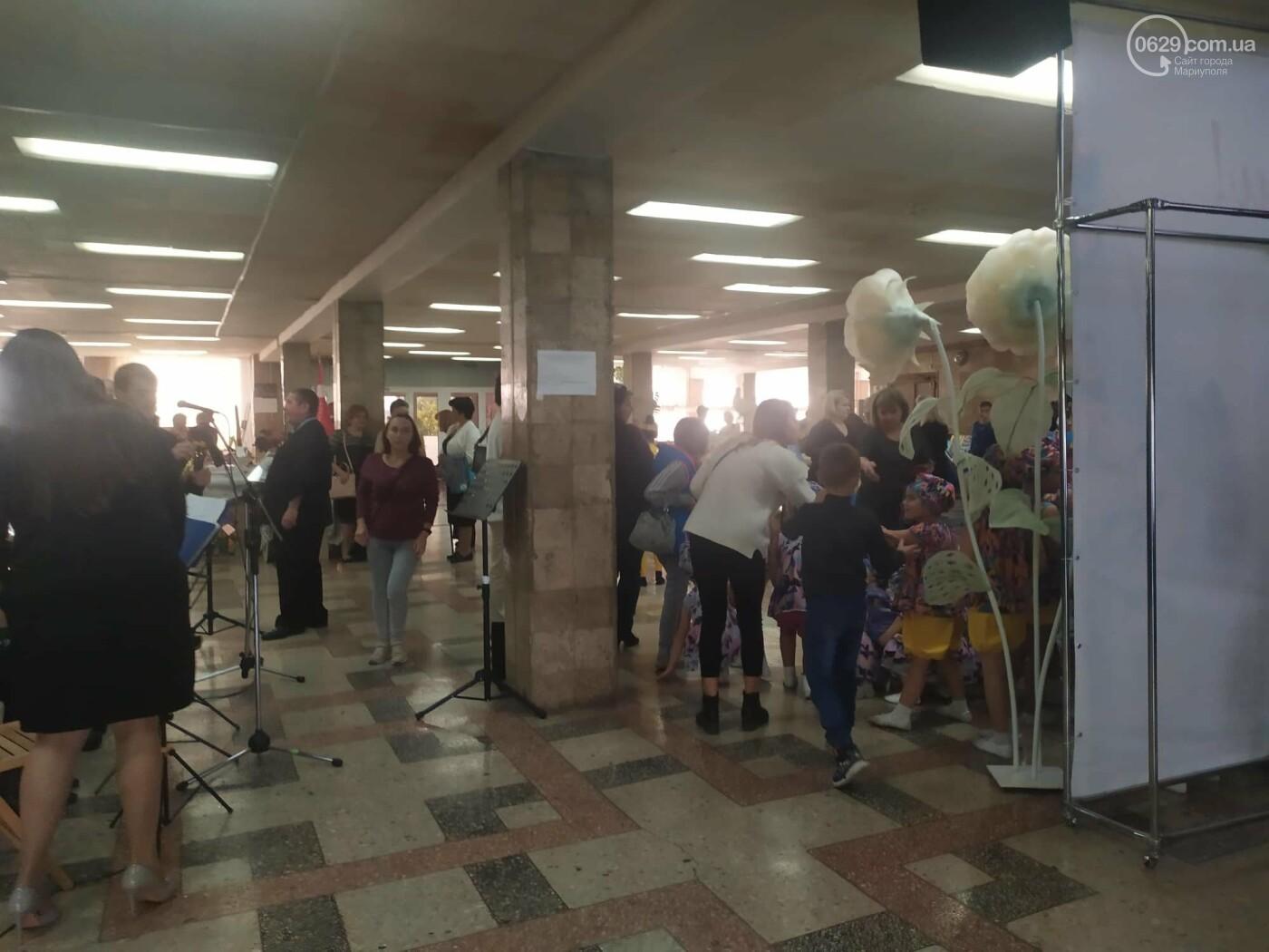 Праздник образования в Мариуполе: денежные подарки, награда родителям и памятник учителю, фото-19