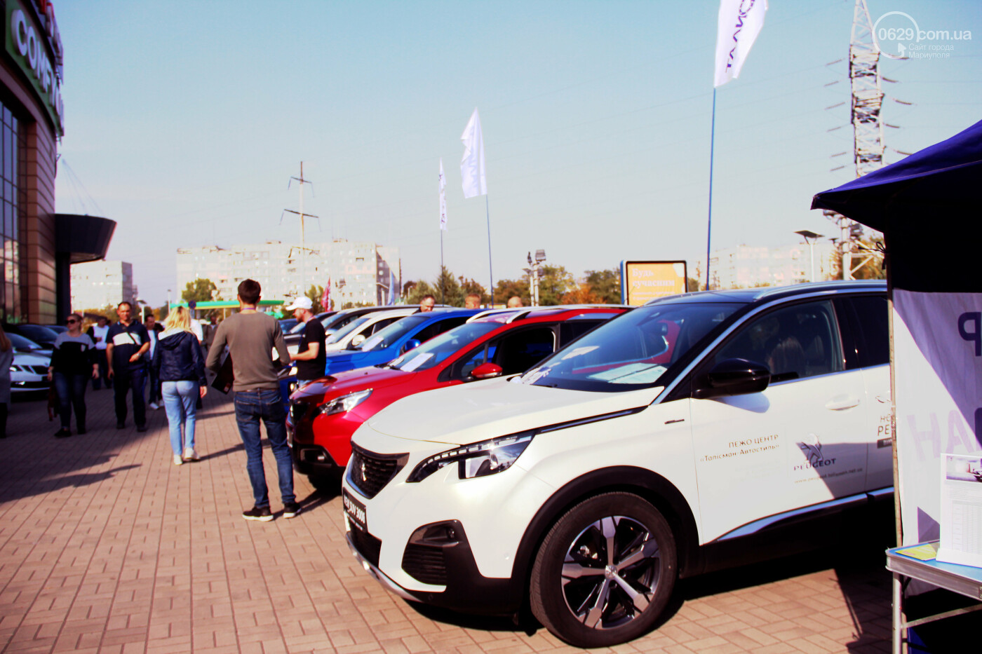 В городе Мариуполь, возле ТРЦ «ПортCity» состоялась выставка новых автомобилей брендов BMW, Mitsubishi и Peugeot, фото-5