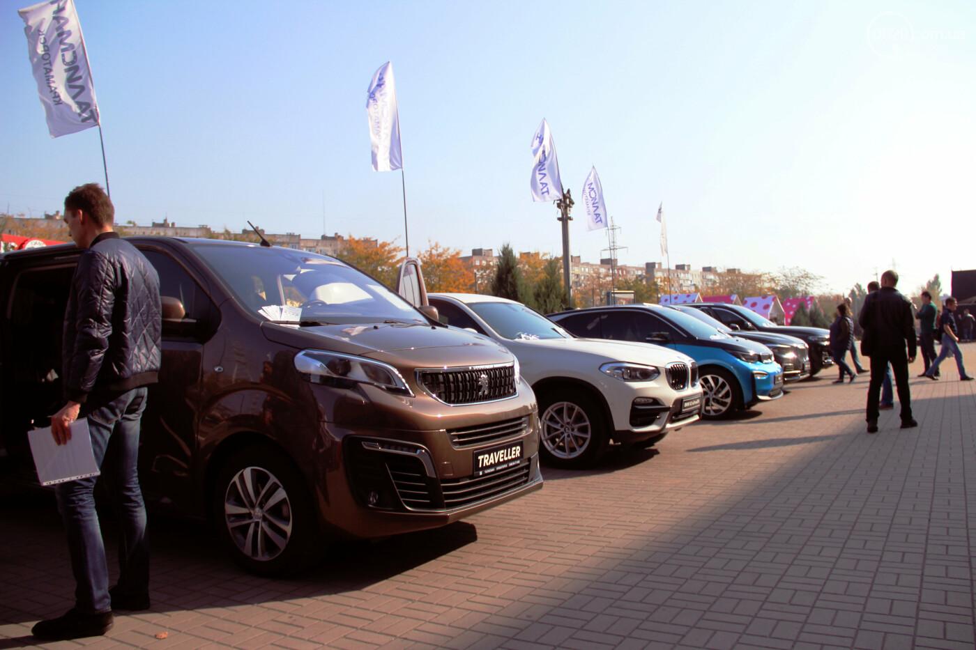 В городе Мариуполь, возле ТРЦ «ПортCity» состоялась выставка новых автомобилей брендов BMW, Mitsubishi и Peugeot, фото-4