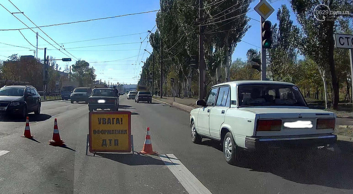 В Мариуполе ВАЗ догнал полицейское авто, - ФОТО, ВИДЕО, фото-1