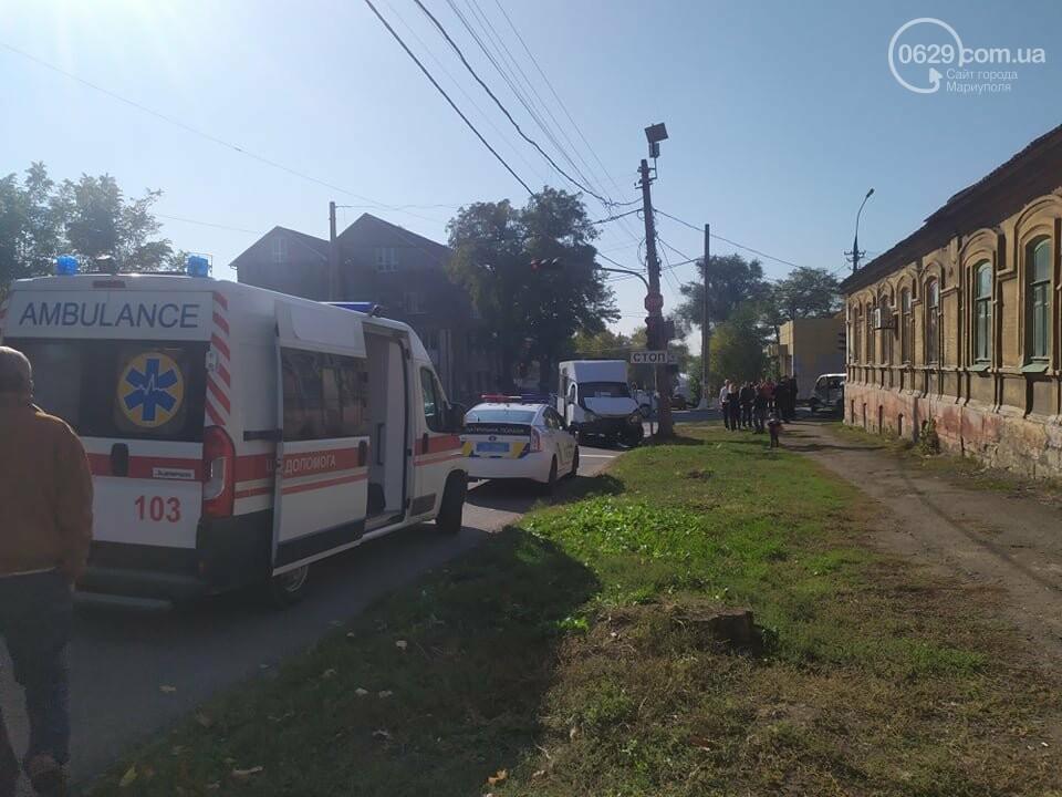 В центре Мариуполя столкнулись маршрутка и микроавтобус, пострадали люди, - ФОТО, фото-11