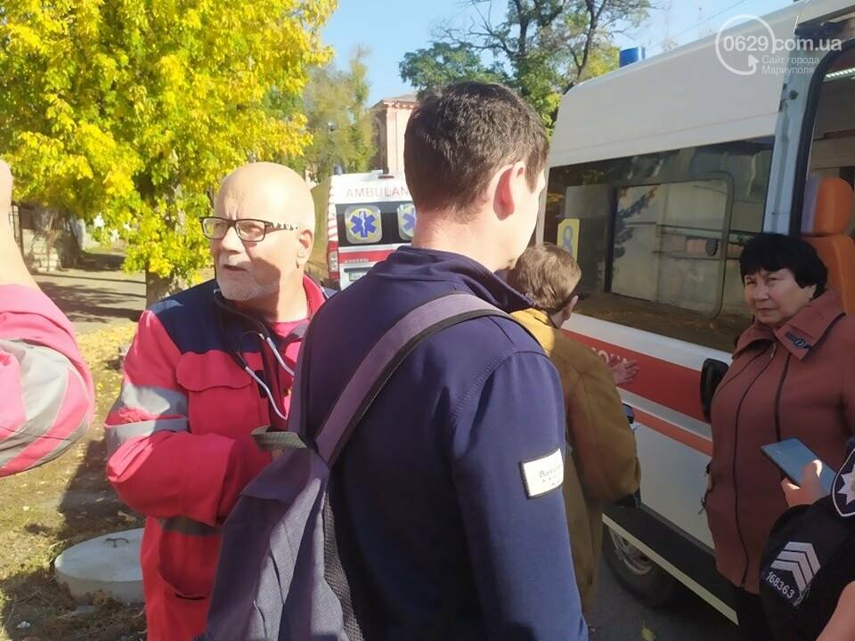 В центре Мариуполя столкнулись маршрутка и микроавтобус, пострадали люди, - ФОТО, фото-9