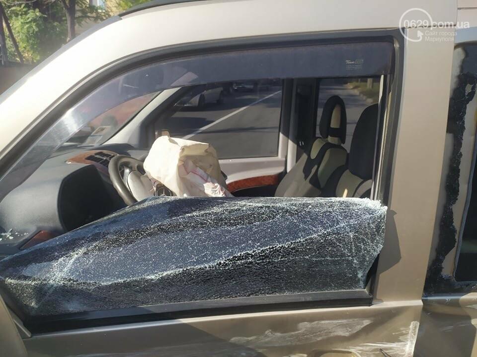 В центре Мариуполя столкнулись маршрутка и микроавтобус, пострадали люди, - ФОТО, фото-6