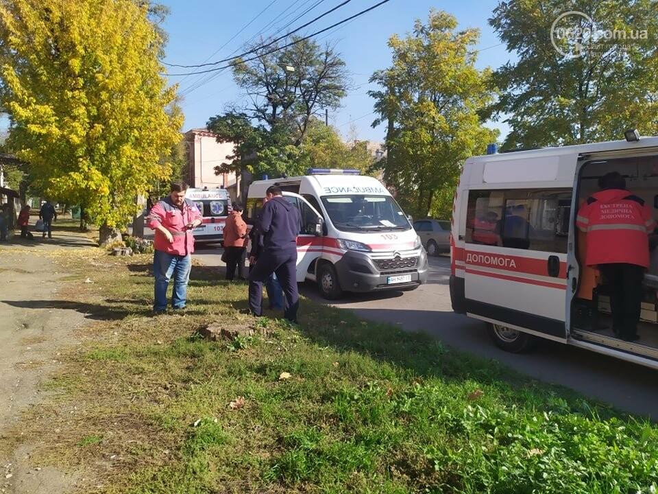 В центре Мариуполя столкнулись маршрутка и микроавтобус, пострадали люди, - ФОТО, фото-4