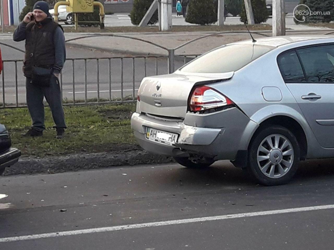 """Тройное ДТП возле """"ПортСити"""" в Мариуполе. Один из водителей покинул место аварии, - ФОТО, ВИДЕО, фото-3"""