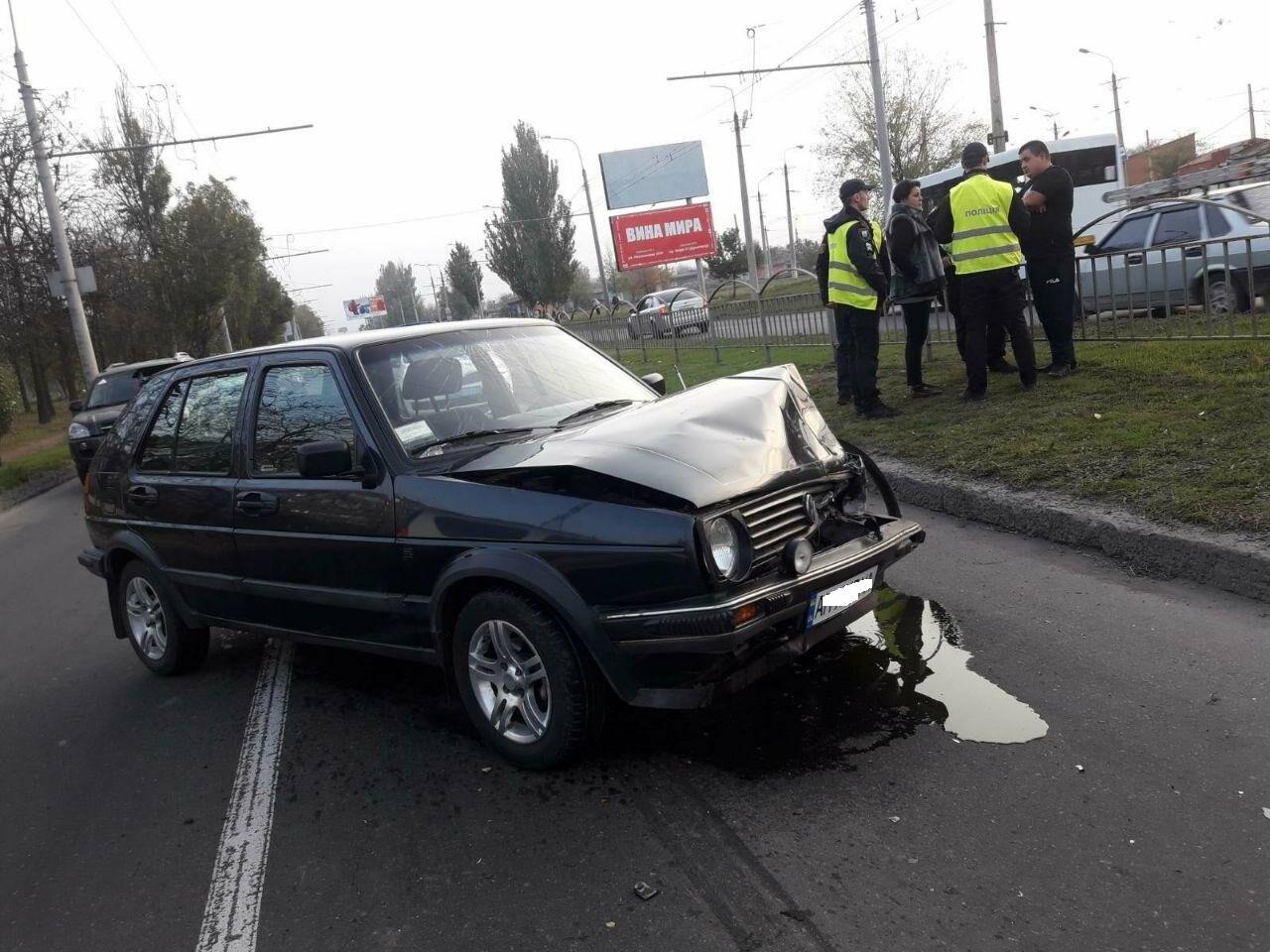 """Тройное ДТП возле """"ПортСити"""" в Мариуполе. Один из водителей покинул место аварии, - ФОТО, ВИДЕО, фото-1"""