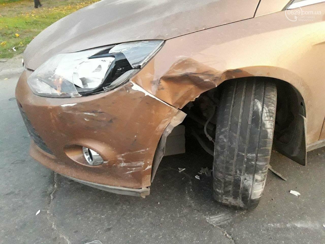 """Третье ДТП за день. На выезде из Мариуполя внедорожник ударил """"Форд"""" и скрылся, - ФОТО, фото-1"""