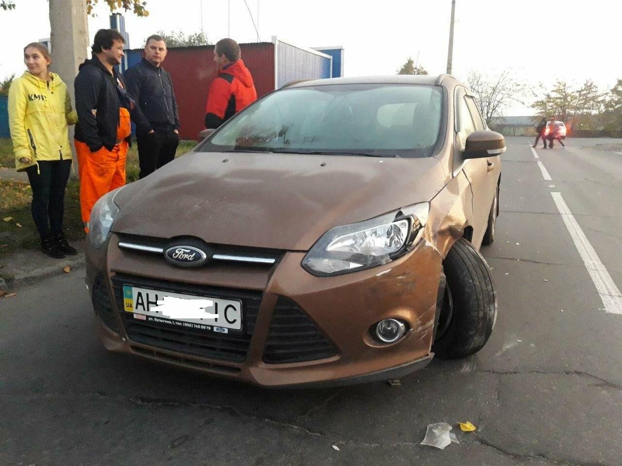 """Третье ДТП за день. На выезде из Мариуполя внедорожник ударил """"Форд"""" и скрылся, - ФОТО, фото-2"""