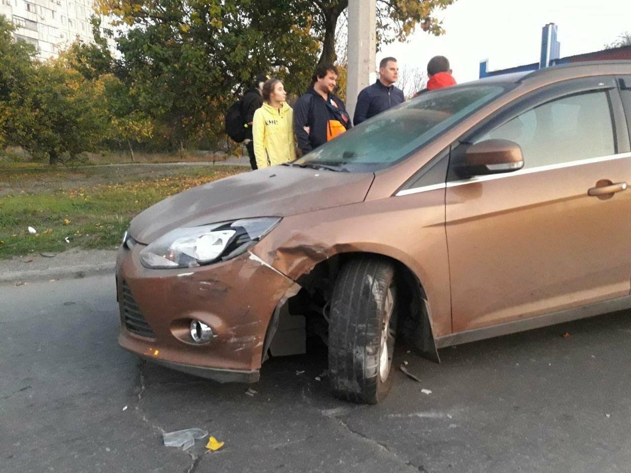 """Третье ДТП за день. На выезде из Мариуполя внедорожник ударил """"Форд"""" и скрылся, - ФОТО, фото-3"""