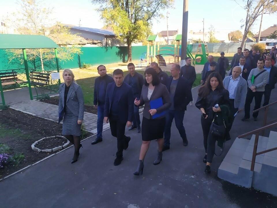 Жителям Широкино пообещали открыть дорогу в разрушенное село, - ФОТО, фото-2