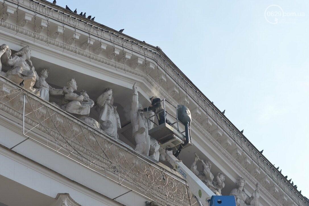 Драмтеатр Мариуполя отчистили от экскрементов голубей, - ФОТО, фото-1
