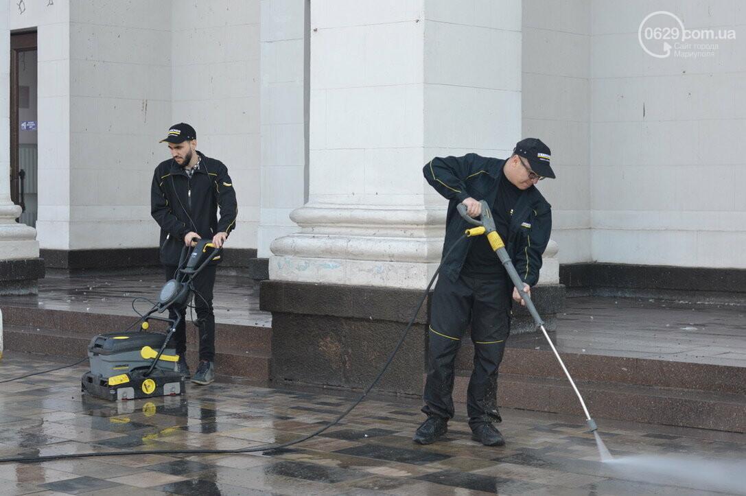 Драмтеатр Мариуполя отчистили от экскрементов голубей, - ФОТО, фото-3