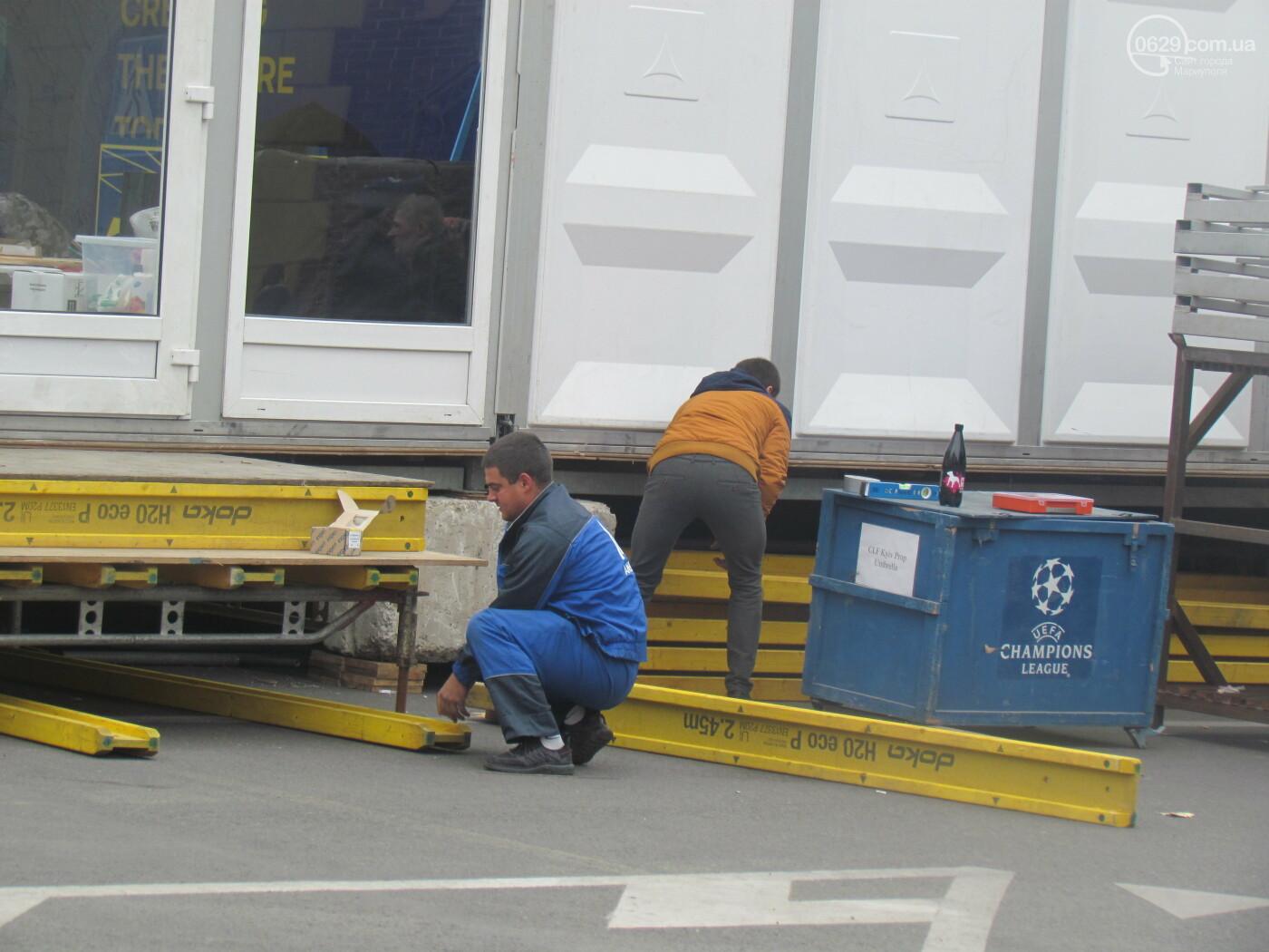 В ожидании инвестиционного форума. В Мариуполе на театральной площади ставят огромную палатку, - ФОТОФАКТ, фото-1