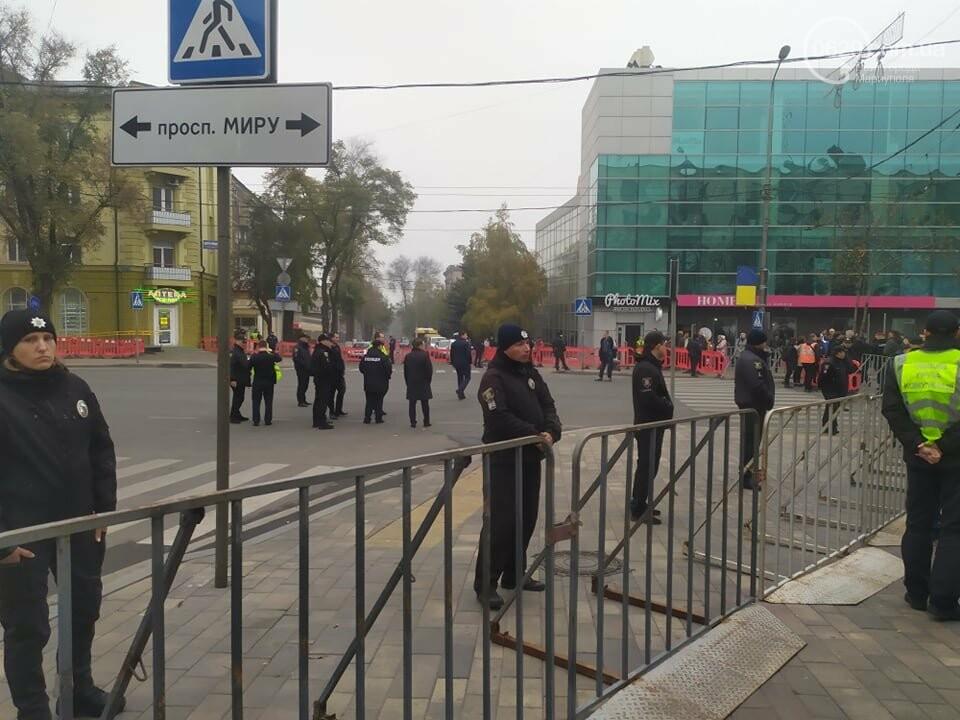 Из-за форума центр Мариуполя перекрыт полицией, - ФОТО, фото-2