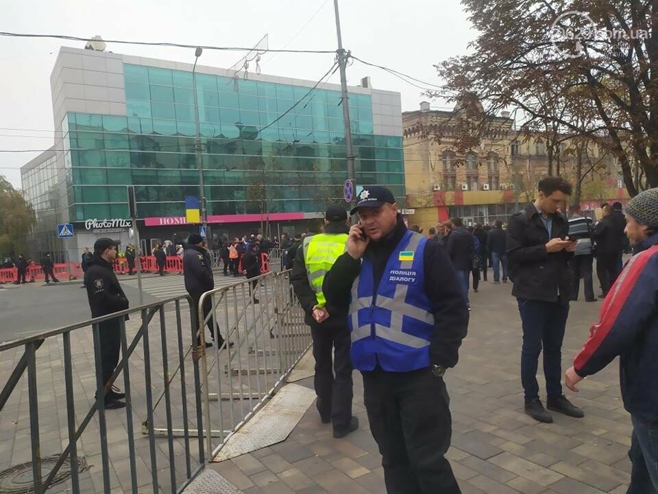 Из-за форума центр Мариуполя перекрыт полицией, - ФОТО, фото-1