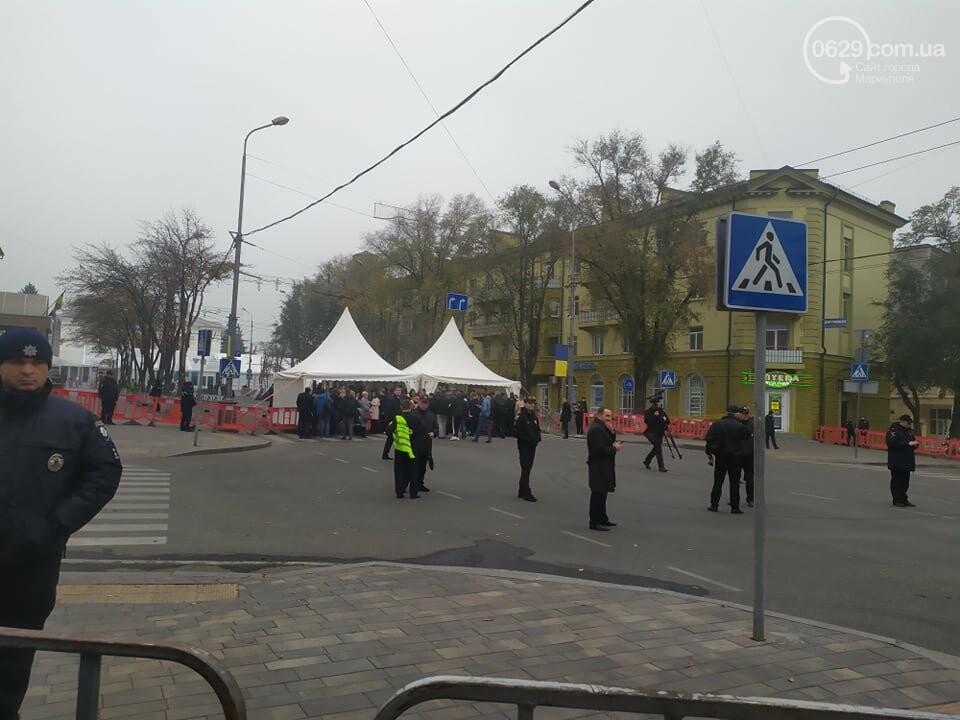 Из-за форума центр Мариуполя перекрыт полицией, - ФОТО, фото-14