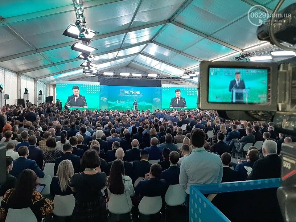 Зеленский прошел на форум в Мариуполе через черный ход и выступил на ZEstage - ФОТО, фото-2