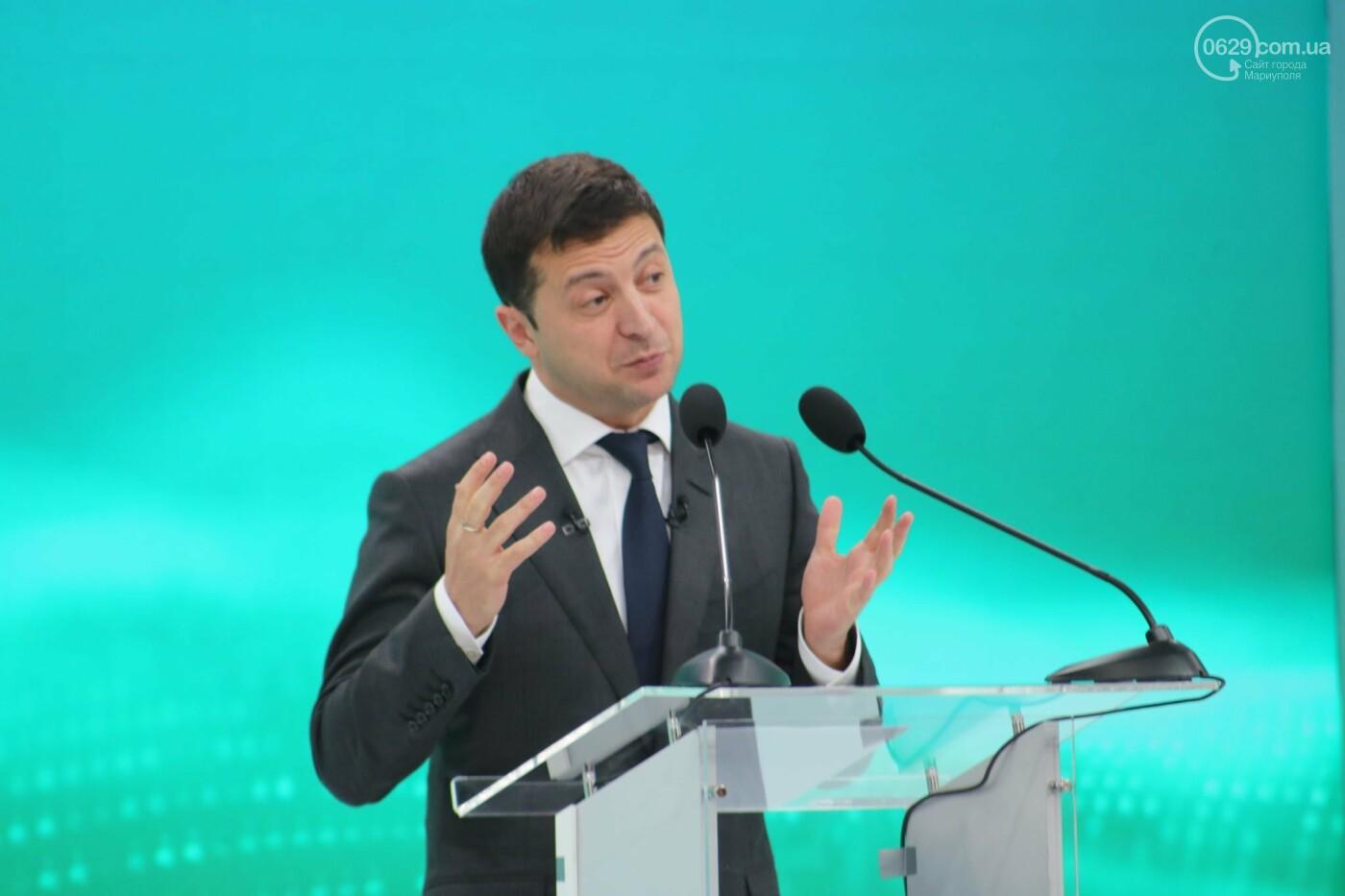 Зеленский прошел на форум в Мариуполе через черный ход и выступил на ZEstage - ФОТО, фото-1