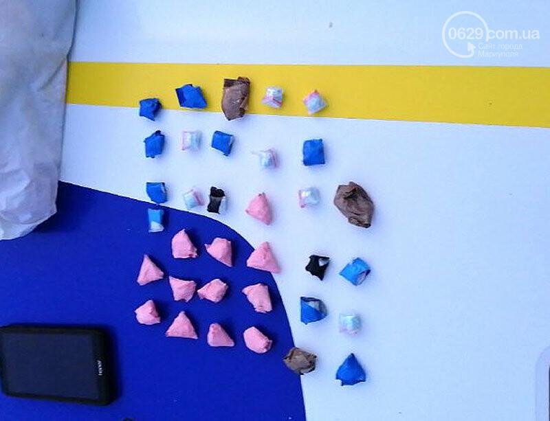 Полиция Мариуполя нашла у девятнадцатилетнего парня 34 свертка  наркотиками, фото-2