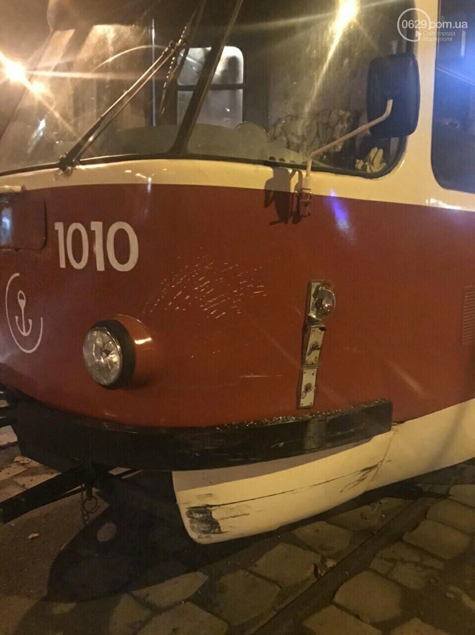В Мариуполе трамвай протаранил иномарку, - ФОТО, фото-1