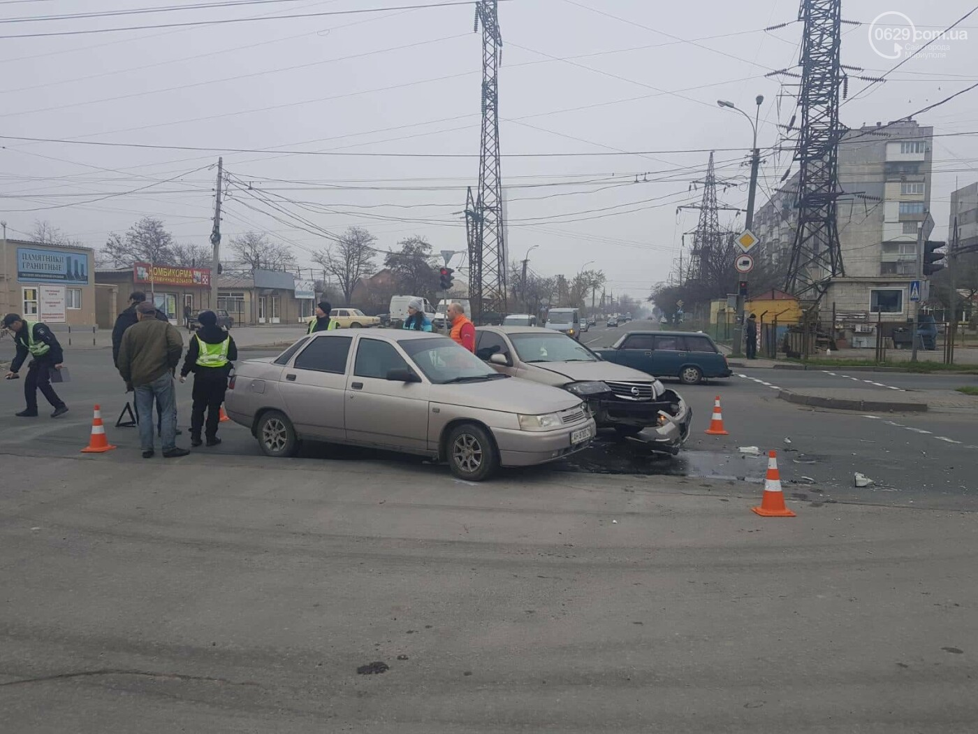 "В Мариуполе столкнулись ""Лада"" и ""Ниссан"", - ФОТО, фото-2"