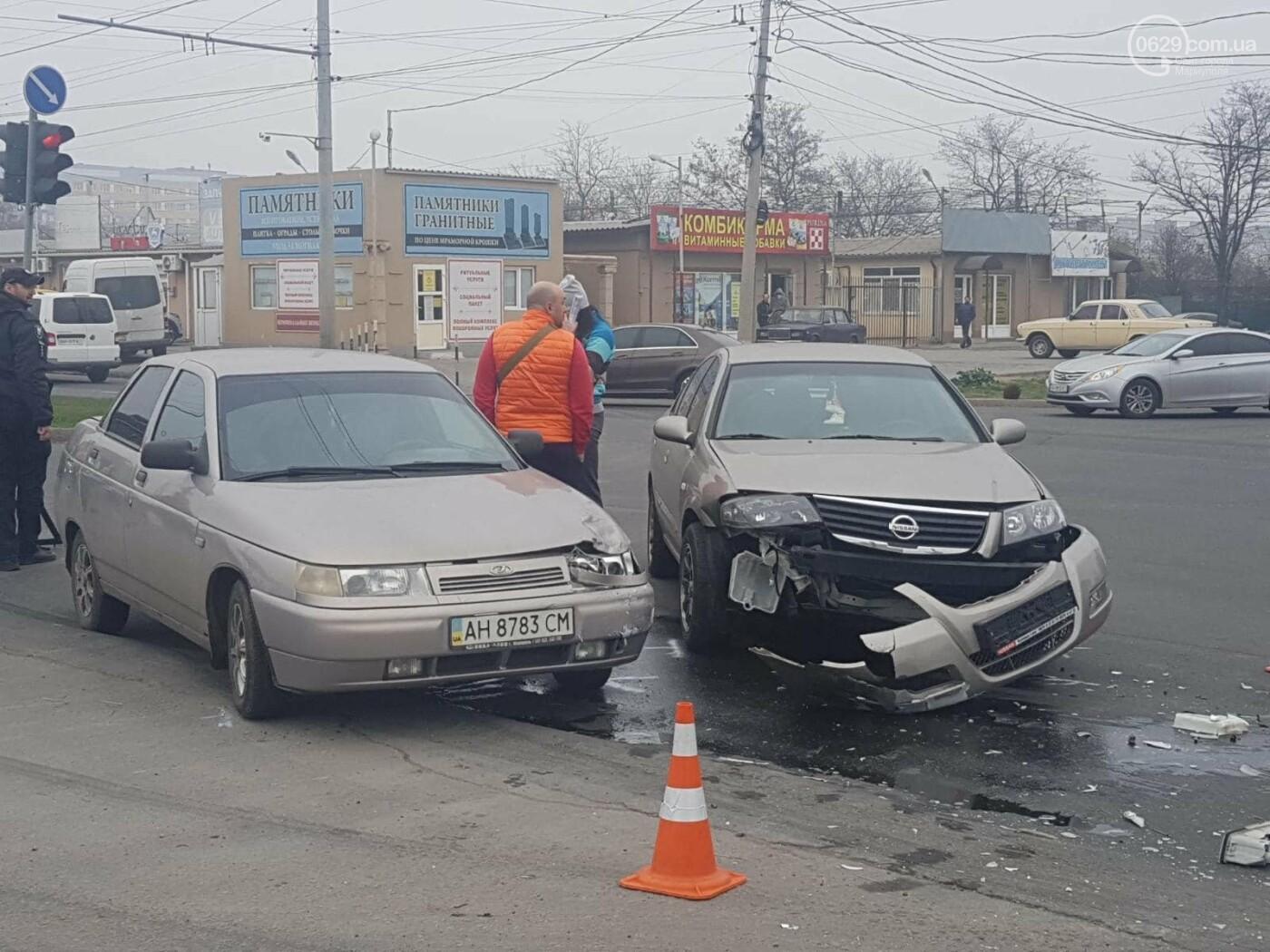"В Мариуполе столкнулись ""Лада"" и ""Ниссан"", - ФОТО, фото-1"