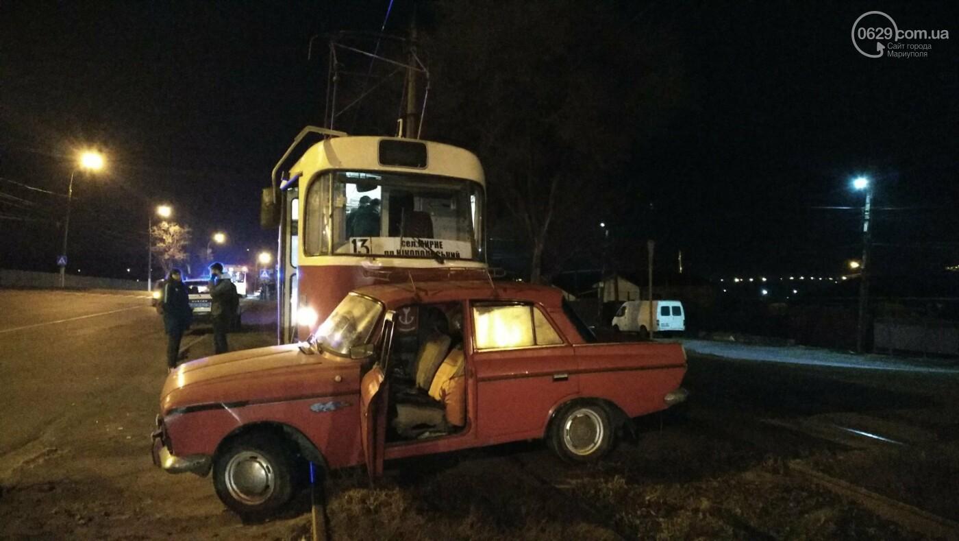 В Мариуполе «Москвич» столкнулся с трамваем, - ФОТО, фото-1