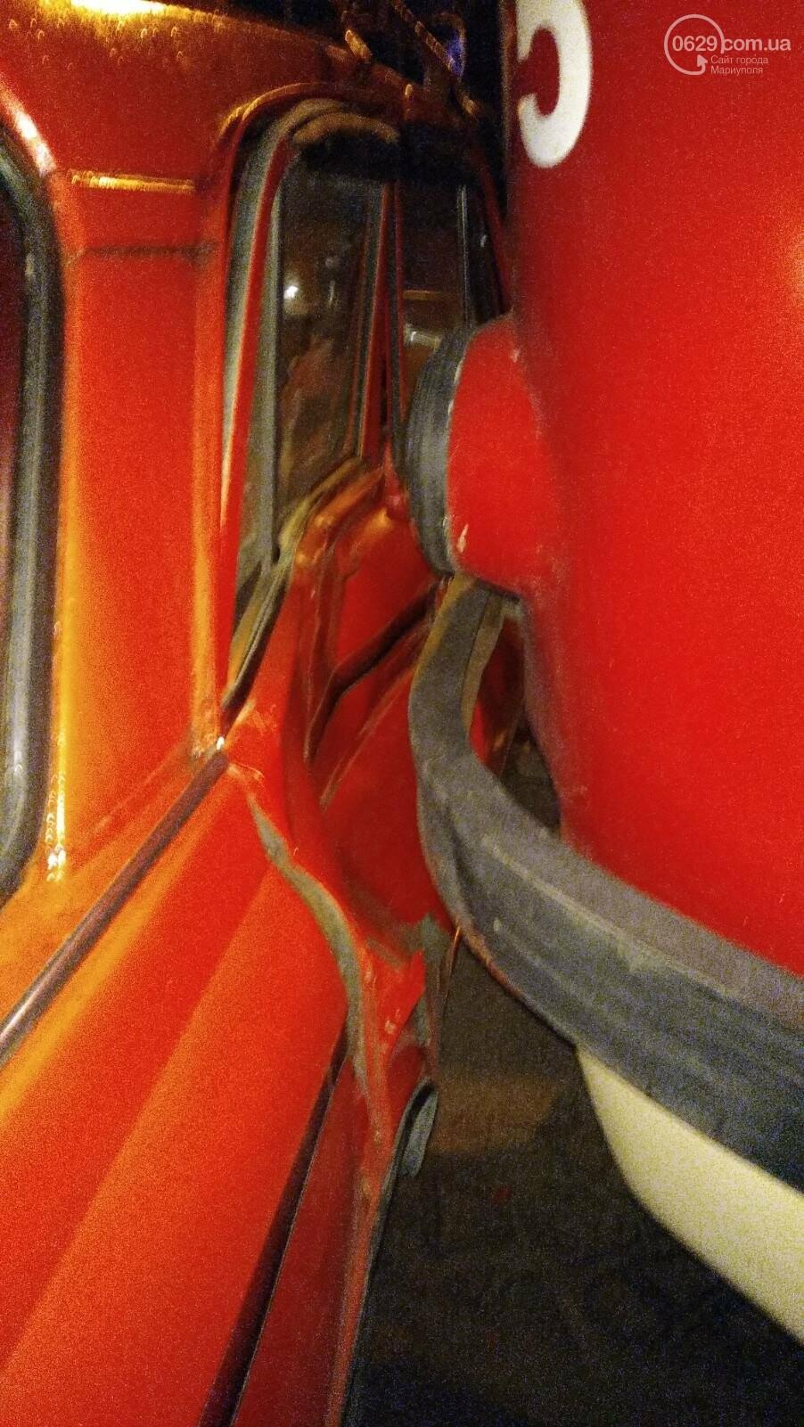В Мариуполе «Москвич» столкнулся с трамваем, - ФОТО, фото-10