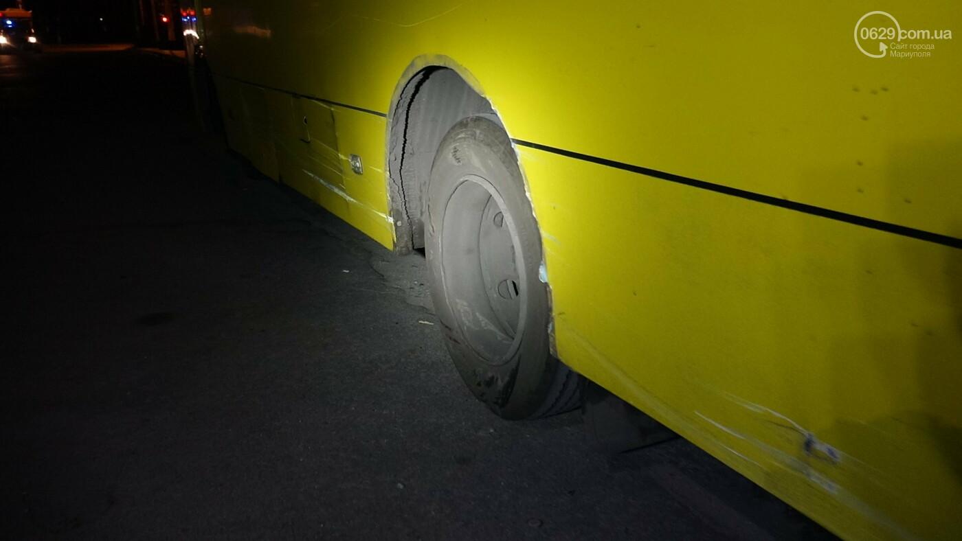 В Мариуполе на перекрестке «Мерседес» зацепил маршрутку, - ФОТО, фото-3