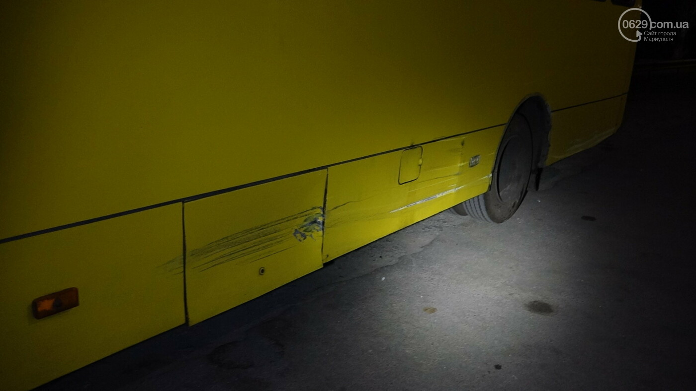 В Мариуполе на перекрестке «Мерседес» зацепил маршрутку, - ФОТО, фото-5