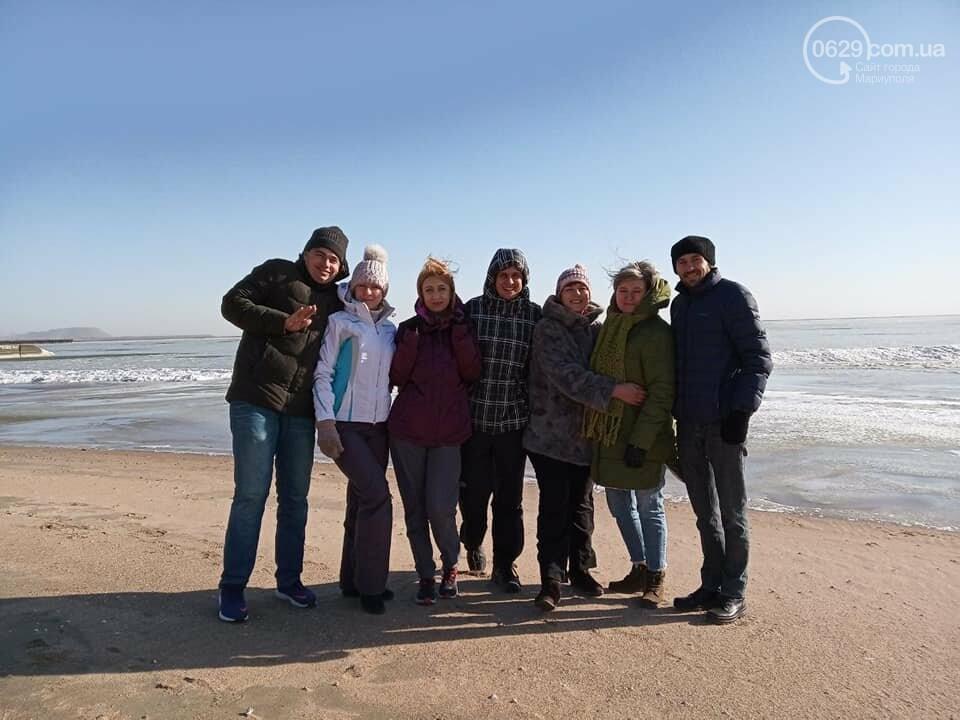 Замерзшее море: мариупольцы купались и выходили на лед, фото-8