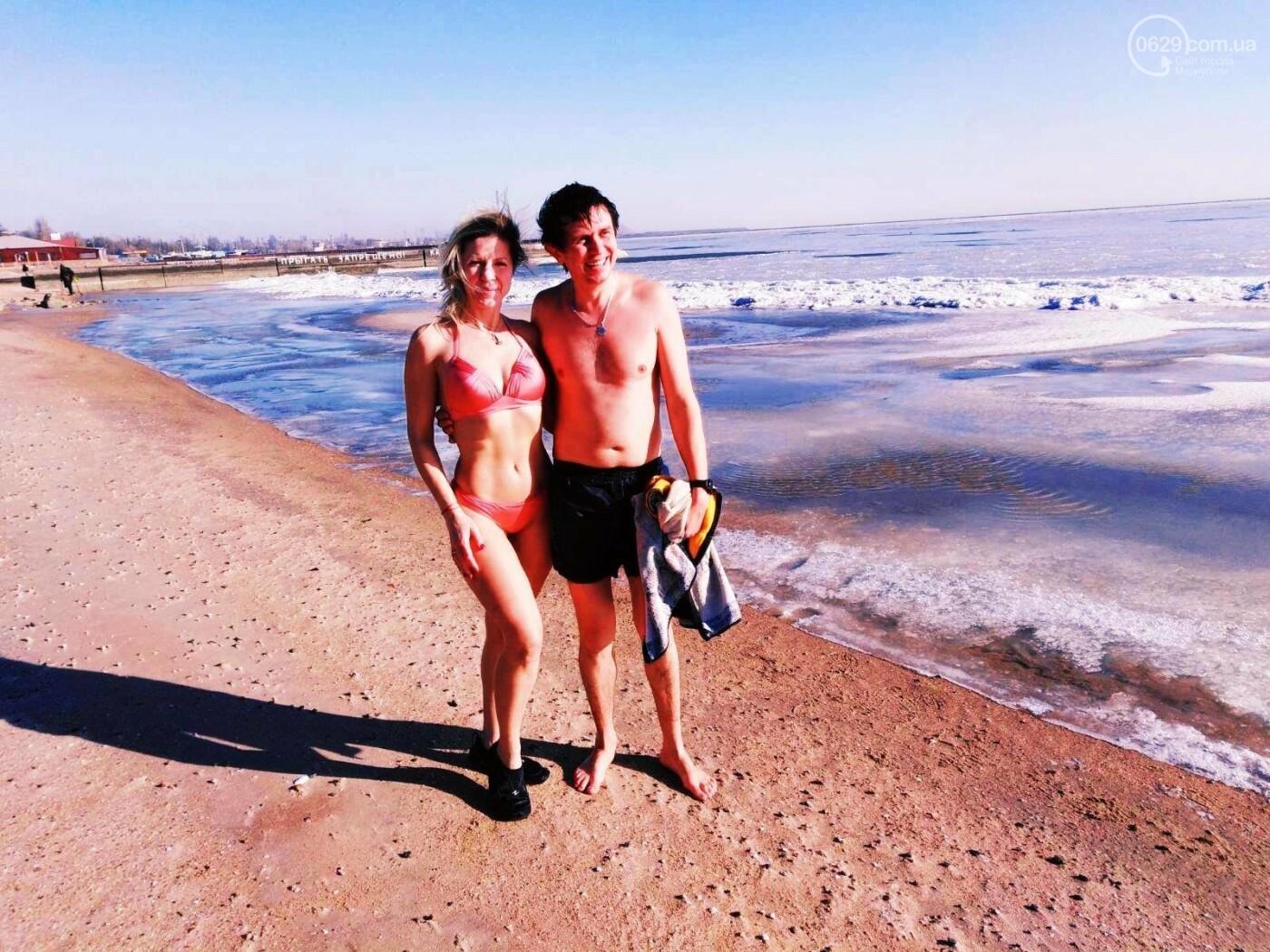 Замерзшее море: мариупольцы купались и выходили на лед, фото-7