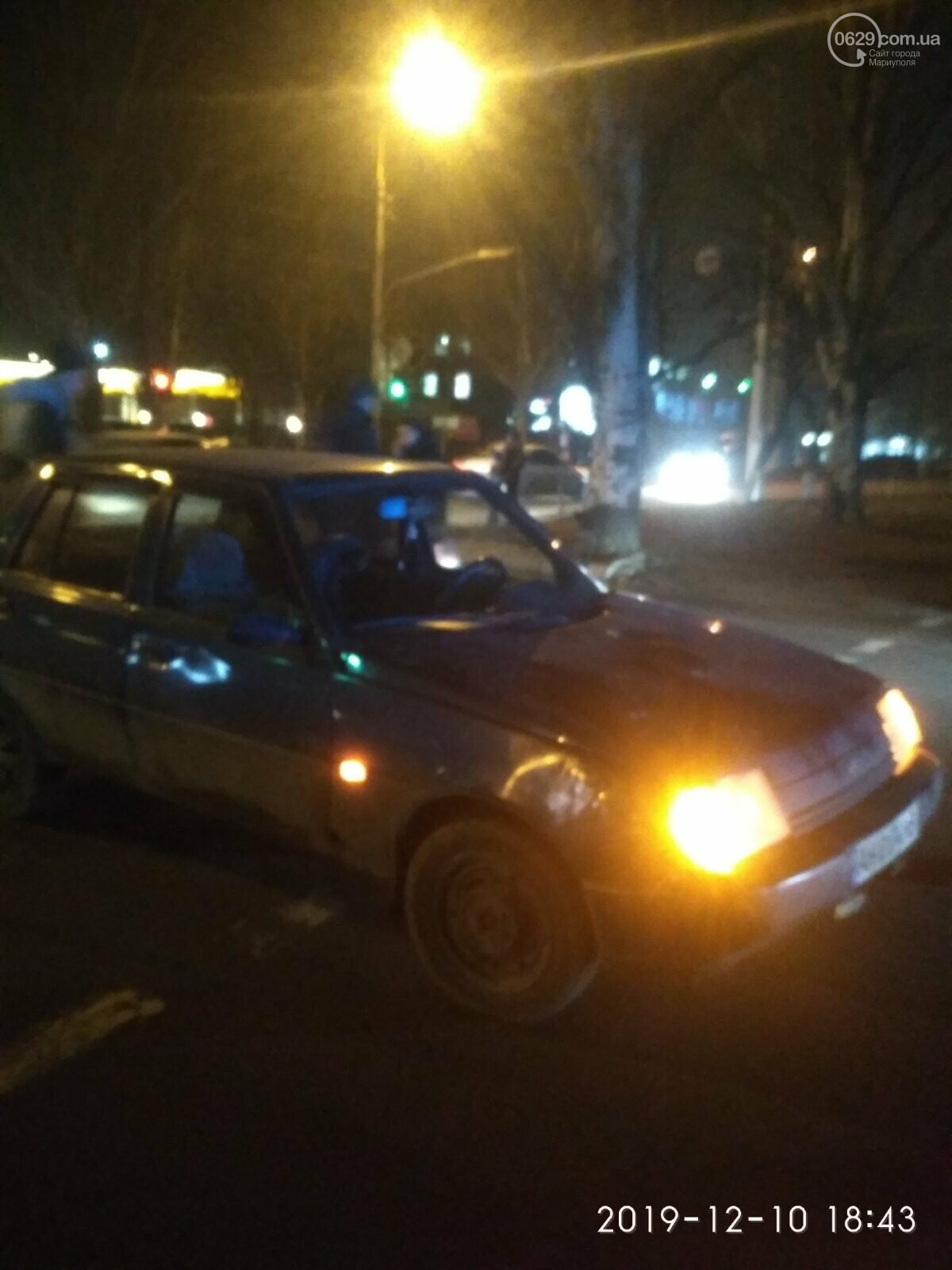 """В Мариуполе водитель сбил двоих пешеходов на """"зебре"""", - ФОТО, фото-1"""