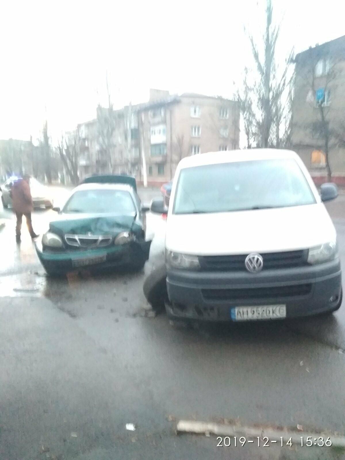 В Мариуполе столкнулись легковушка и микроавтобус. Трое человек пострадали, - ФОТО, фото-5