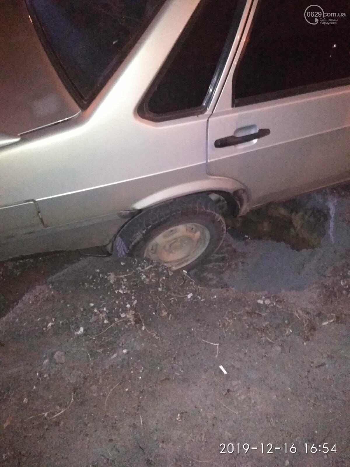 В Мариуполе машина провалилась под асфальт, - ФОТО, фото-2