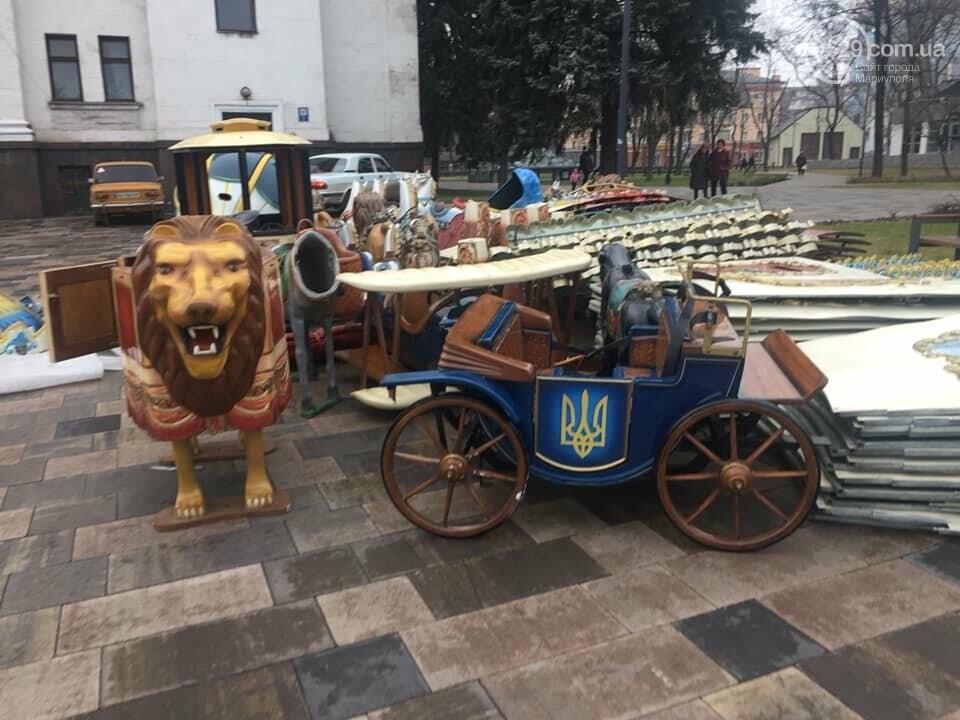 В Мариуполе устанавливают карусель с национальной символикой,- ФОТО, фото-2