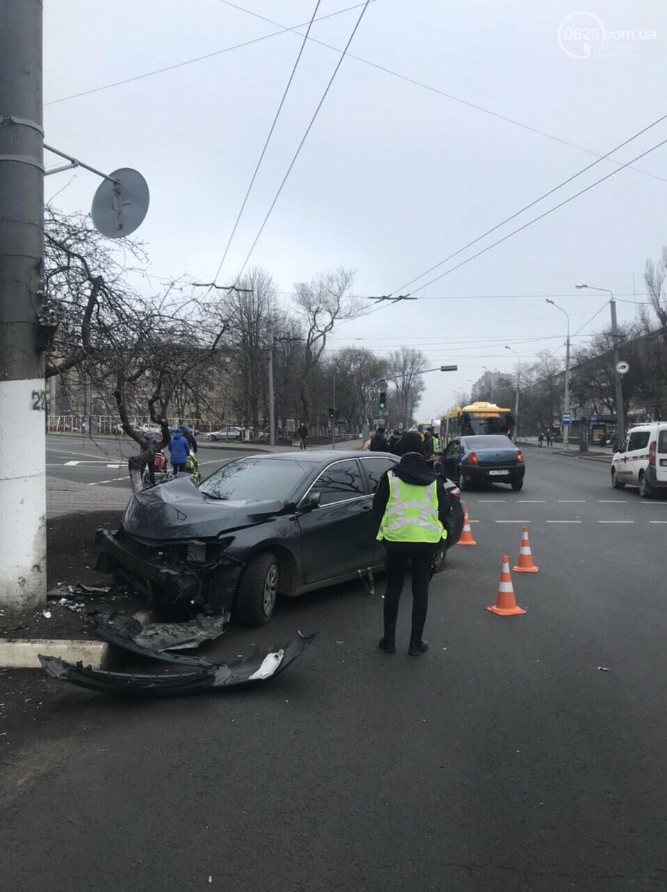 В Мариуполе еще один автомобиль влетел в столб, - ФОТО, фото-2