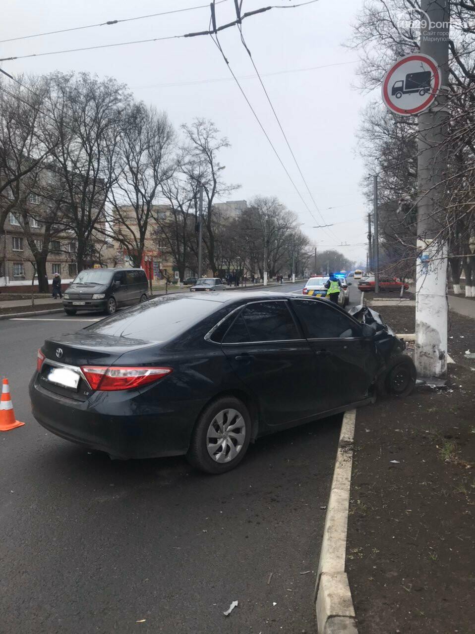 В Мариуполе еще один автомобиль влетел в столб, - ФОТО, фото-4