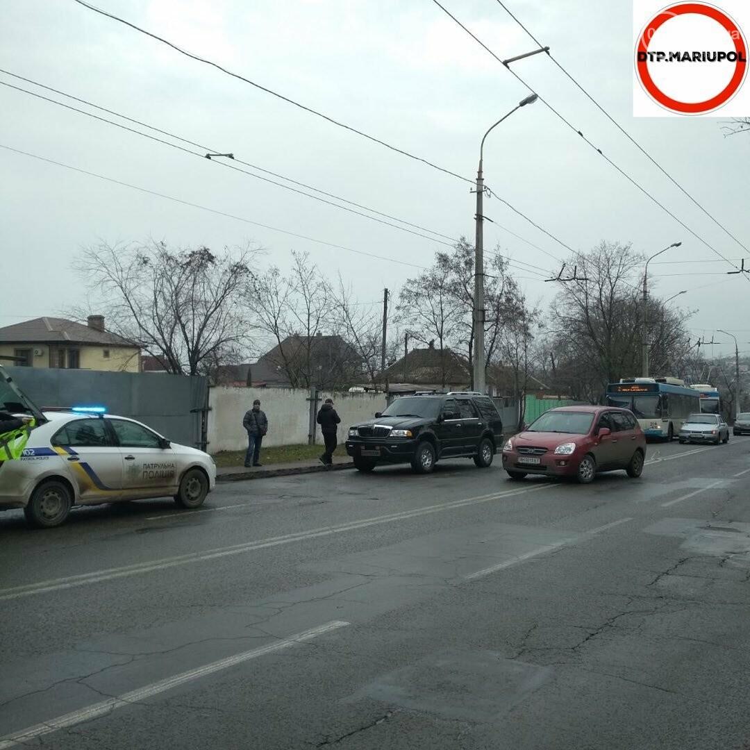 """В Мариуполе в ДТП пострадал автомобиль """"Линкольн"""", - ФОТО, фото-2"""
