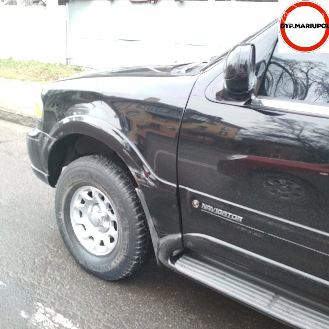 """В Мариуполе в ДТП пострадал автомобиль """"Линкольн"""", - ФОТО, фото-1"""